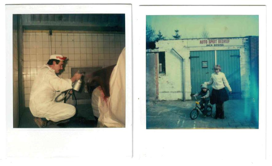 Op de foto links is Dick bezig met spuitwerk in het pand aan de Nieuw Frieslandstraat in Glanerbrug. Op de foto rechts staat Dennis (op de fiets) met een van zijn zussen.
